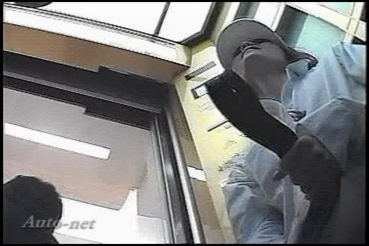 街中の至るところで逆さ撮りパンツ盗撮される制服JKやギャル!